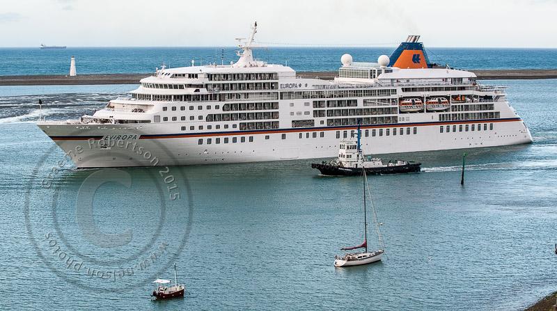 wpid4873-Cruise_ship-.JPG