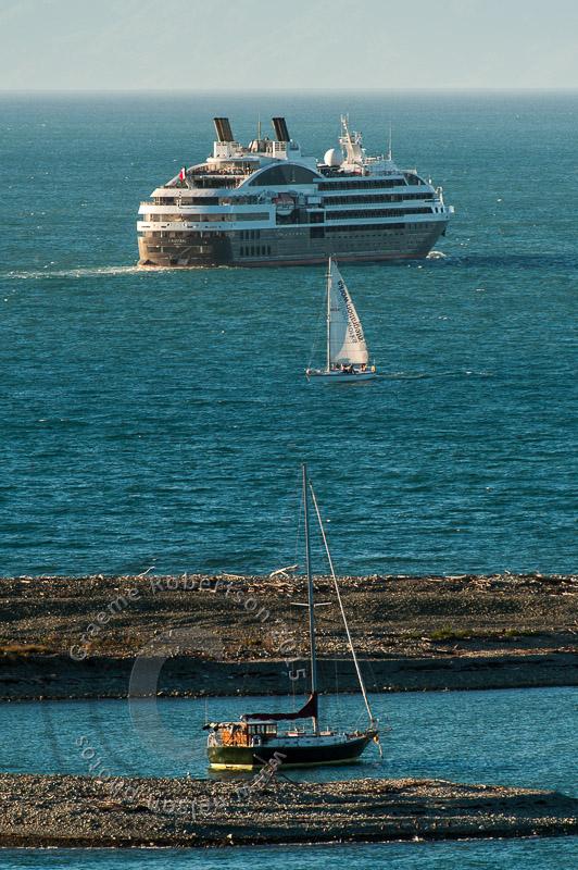 wpid4877-Cruise_ship-1629.JPG